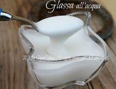 Glassa senza uova per decorare   Glassa all'acqua: un composto lucido, bianco o colorato adatto per decorare o ricoprire biscotti, cupcake, torte, taralli