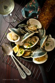 Delicious Shots: Fresh seafood on a Summer evening Fish Dishes, Seafood Dishes, Fish And Seafood, Fresh Seafood, Fish Recipes, Seafood Recipes, Cooking Recipes, Clam Recipes, Tapas