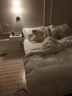 Bedroom Inspo, Home Bedroom, Bedroom Decor, Bedroom Inspiration Cozy, Bedrooms, Living Room Remodel, My Living Room, Living Room Decor, Dream Apartment