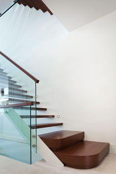 La Remodelación de una residencia para tener en cuenta su entorno fue un reto para Bortolotto Diseño Arquitecto Inc . Su equipo crea...
