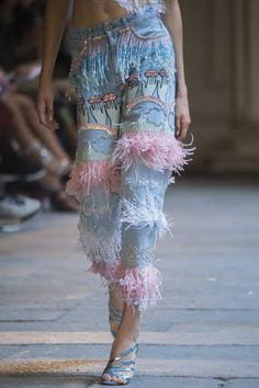 Vivetta Spring 2019 Runway Pictures - Vivetta at Milan Fashion Week Spring 2019 - Details Runway Photos Source by - # Denim Fashion, Runway Fashion, High Fashion, Fashion Show, Womens Fashion, Fashion Trends, Fashion Spring, Cheap Fashion, Fringe Fashion