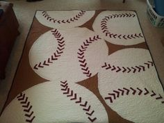 baseball quilt, a real hit! Quilt Block Patterns, Pattern Blocks, Quilt Blocks, Easy Quilts, Children's Quilts, Quilting Room, Quilting Ideas, Baseball Quilt, Sports Quilts