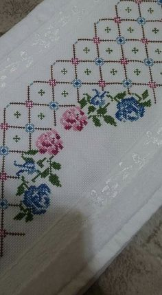 This Pin was discovered by müb Dmc Cross Stitch, Cross Stitch Borders, Cross Stitch Flowers, Cross Stitch Designs, Cross Stitch Embroidery, Hand Embroidery, Cross Stich Patterns Free, Easy Crochet Patterns, Bargello