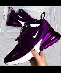 The Amazing Nike Purple Air Max - Workout Clothes - Modetrends Nike Casual, Casual Shoes, Casual Outfits, Fashion Outfits, Purple Sneakers, Cute Sneakers, Sneakers Nike, Purple Nike Shoes, Wedge Sneakers