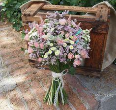 Ramo de novia silvestre con flores frescas