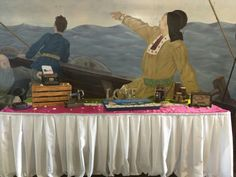 Vintage antiques and beautiful murals tie this theme altogether!