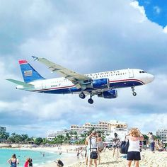 Maho Beach at Sint Maarten on the Caribbean is a small and narrow beach. What makes it special is its location at the end of the runway to an international airport. Is this cool or what?  #mahobeach #airtravel #airplane #lentokone #travel #instatravel #matka #reissu #nordicnomads #sintmaarten #usairways #karibia #caribbean #häämatka #honeymoon #loma #rantaloma #vacation (via Instagram)