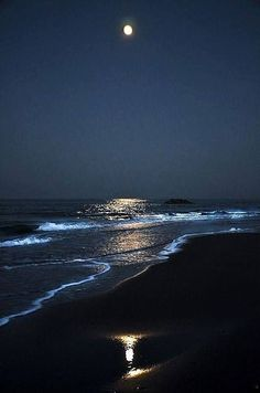 Image may contain: ocean, sky, water, outdoor and nature Beautiful Moon, Beautiful Beaches, Beautiful World, Moon Pictures, Pretty Pictures, Beach At Night, Ocean Night, Sky At Night, Night Sky Stars