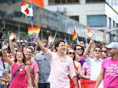 Histórica aparición de Trudeau en marcha del Orgullo Gay en Toronto | El Puntero