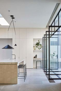 Perfectly positioned NORTH hanging lamp brings a grounded yet delicately balanced feel to this kitchen. Kitchen design by ROBSON RAK. Kitchen Desks, Cocinas Kitchen, Staining Cabinets, Layout Design, Contemporary Kitchen Design, Cuisines Design, Kitchen Styling, Interiores Design, Cheap Home Decor
