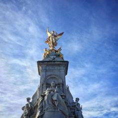 #London #buckinghampalace  by khalifa_911
