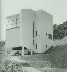 "icancauseaconstellation: ""Joseph Fischer, - Szépvölgyi út 88 / b"" - Bauhaus - Houses Architecture, Amazing Architecture, Contemporary Architecture, Interior Architecture, Modernisme, Villa Design, Walter Gropius, Brutalist, Beautiful Buildings"