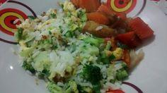 Arroz com brócolis e ovo mexido + legumes salteados no shoyo.