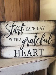 Start each day with a grateful heart pallet wood sign – DIY Holz – Wood Craft Pallet Crafts, Diy Pallet Projects, Wood Crafts, Wood Projects, Woodworking Projects, Pallet Ideas, Woodworking Equipment, Woodworking Furniture, Woodworking Garage