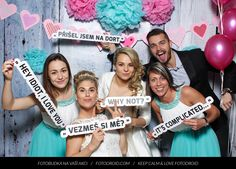 Kdo fotí na svatební hostině ve fotokoutku? - - S...