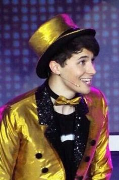 DAN HOWELL LOOKS LIKE GOLDEN FREDDY THIS IS THE BEST THING EVER.