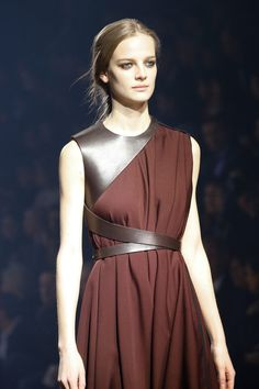 Lanvin Fall 2015 Ready-to-Wear Fashion Show - Lanvin Fall 2015 Ready-to-Wear Co. - Lanvin Fall 2015 Ready-to-Wear Fashion Show – Lanvin Fall 2015 Ready-to-Wear Collection – Vogu - Runway Fashion, High Fashion, Fashion Show, Fashion Trends, Fashion 2015, Vogue Fashion, Gothic Fashion, Paris Fashion, Lanvin