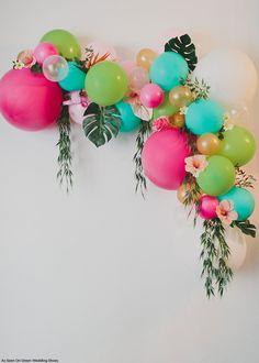 Love this DIY Floral Balloon Arch. Can totally picture this at a maharani hens party! - via Green Wedding Shoes Love Balloon, Balloon Garland, Ballon Arch Diy, Flower Balloons, Flamingo Party, Luau Birthday, Birthday Parties, Deco Ballon, Aloha Party