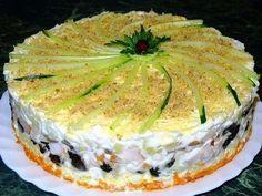 Закусочный торт с копчёной курицей, черносливом и шампиньонами