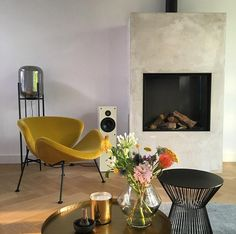 Artifan Gwendolyn van der Pol: 'We recently bought the Orange Slice armchair, and it's already our favourite chill spot. Sofa Design, Interior Design, Pierre Paulin, Sweet Home Alabama, Lounge Sofa, Orange Slices, Living Room Chairs, Interior Inspiration, Eindhoven