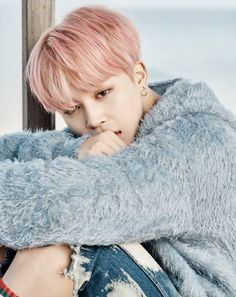 Here come more concept photos for BTS' comeback!Today, Big Hit Entertainment treated fans with more teaser images consisting of a gr…