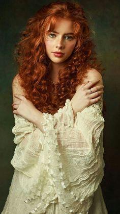 Pretty People, Beautiful People, Beautiful Women, Pretty Redhead, Photographie Portrait Inspiration, Red Hair Woman, Beautiful Red Hair, Long Red Hair, Ginger Girls