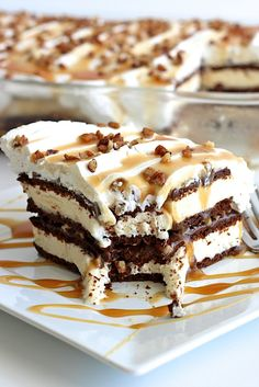 Ice Cream Pies, Ice Cream Desserts, Frozen Desserts, Ice Cream Recipes, Easy Desserts, Delicious Desserts, Ice Cream Layer Cake Recipe, Best Ice Cream Cake, Brownie Cookies