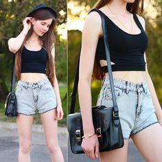 Sheinside Black Crop Top, Romwe Denim Shorts, Ecugo Black Bag, Mohito Black Classic Hat, Gold Body Chain
