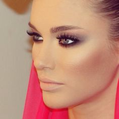 Great eyeshadow, highlight, nude lips