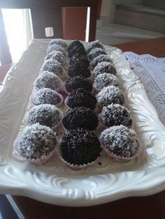 Lemon Recipes, Sweets Recipes, Candy Recipes, Greek Recipes, Mini Desserts, Sweet Desserts, Christmas Desserts, Praline Chocolate, Low Calorie Cake