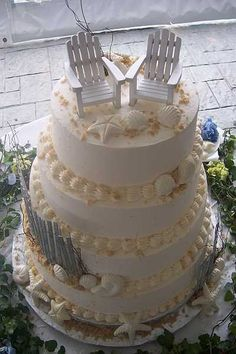 Just the cutest wedding cake for that beach wedding. #Beach #Wedding #Cake
