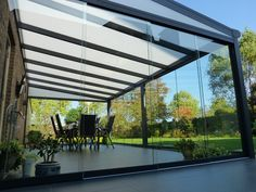 Easy Summer Decorating Ideas for Your Sunroom Patio Design, Garden Design, House Design, Outdoor Rooms, Outdoor Living, Outdoor Decor, Orangerie Extension, Sunroom Windows, Sunroom Decorating