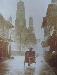 Thailand's Past- Wat Mahathat Worawihan in Phetchaburi cirsa 1940 Old Pictures, Old Photos, Vintage Photos, Thailand History, Old Magazines, Photo Memories, Cambodia, Bangkok, Vietnam