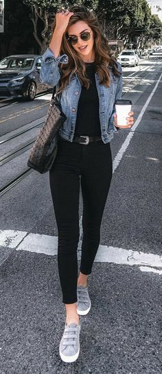 Cropped denim jacket, sneakers and black jeans