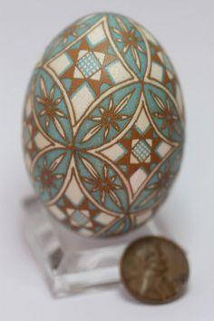 What a gorgeous brown egg pysanka!