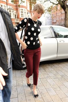 Taylor Swift Capri Pants - Taylor's burgundy cigarette pants perfectly displayed her darling bowed flats.