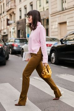 The number one shoe trend we're wearing right now is heeled mules. See the outfits we always wear with mules and feel free to copy them.