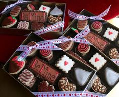 v-day cookies that look like chocolates - i'm so upset i didn't discover this idea in time for v-day.  so cute!!!