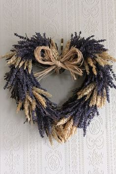 Cones, leaves, acorns and as a result you have a perfect autumn decoration. 24 inspirations that will enchant you. Lavender Crafts, Lavender Wreath, Nature Crafts, Fall Crafts, Diy And Crafts, Deco Floral, Arte Floral, Couronne Shabby Chic, Fall Wreaths