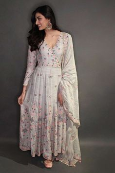 Beautiful Anarkali Dress with embroidery embellishment. The Neisha Suit is lightweight with an overlap v-neckline and full sleeves.Designer Wedding Couture for Men & Women by Top Indian Fashion designer - Anita Dongre - US Pakistani Dress Design, Pakistani Outfits, Indian Wedding Outfits, Indian Outfits, Bridal Outfits, Stylish Dresses, Fashion Dresses, Anarkali Dress, Anarkali Suits