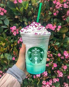 The future holds sunshine spring days and the new Crystal Ball Frappuccino—but only for a limited time! (The peach-flavored,… The future holds sunshine spring days and the new Crystal Ball Frappuccino—but only for a limited time! (The peach-flavored,… Copo Starbucks, Bebidas Do Starbucks, Milk Shakes, Comida Disney World, Midori, Starbucks Secret Menu Drinks, How To Order Starbucks, Unicorn Foods, Tumblr Food