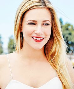 bughead and sprousehart admirer madelaine petsch enthusiast ❤ Lili Reinhart, Betty Cooper Riverdale, Riverdale Archie, Cami Mendes, Riverdale Cole Sprouse, Riverdale Cast, Cheryl Blossom, Lily Collins, Beautiful Celebrities
