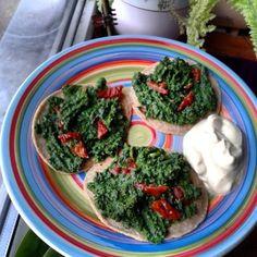 Gryczane nalesniczki ze szpinakiem suszonymi pomidorami i wege majonezem z kalafiora #wege #obiadek #zdroweodzywiane #dietaroslinna #weganizm #nalesniczki #pancakes #vegan #lunch #veganfood #plantbased #plantfood #healthyfood #eatplants #govegan by owocomaniaaa