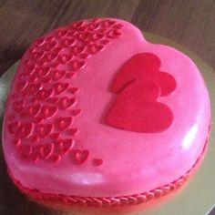 #cake #bake #birthdaycake #birthday #heart #red #pink #plock #smietanowy #tort #tasty #urodziny #czerwony #różowe #gumpaste #fondant #cakedecorating #cakedecoration  #serce #serduszko by slodkafanaberiaplock
