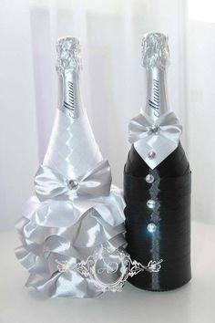 Turn your own area desk bulb utilizing an upcycled vodka bottle. Bridal Wine Glasses, Wine Bottle Glasses, Wine Bottle Art, Wedding Glasses, Wine Bottle Crafts, Vodka Bottle, Wine Bottle Centerpieces, Wedding Wine Bottles, Champagne Bottles
