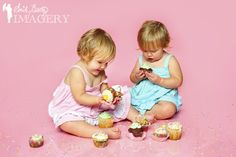 We did a cupcake themed cake smash shoot for 18 month old twins L & M. It was amazing from the first snap to the last!