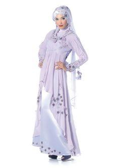 Busana pengantin rona ungu selaras dengan karakter diri yang mempersona. Berbangkit seri dengan kuntuman ros dan kemasan jemeki melatar indah pelengkap rekaan dres.