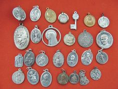 LOT 29 ANTIQUE/VINTAGE CATHOLIC MEDALS VIRGIN MARY, RELIC, POPE PIUS X1, SAINTS
