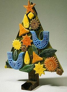 Oh Christmas tree. French Christmas, Christmas Clay, Ceramic Christmas Trees, Christmas Love, Christmas Ornaments, Christmas Tree Candle Holder, Ceramics Projects, Ceramics Ideas, Crafts For Kids