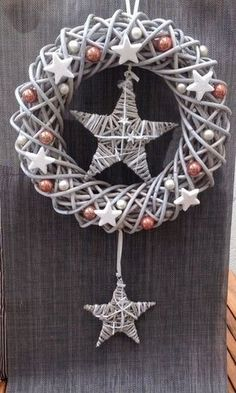 Best Wall Hangings for Christmas - Christmas Celebration - All about Christmas, Christmas Makes, Winter Christmas, All Things Christmas, Christmas Crafts, Christmas Ornaments, Wreath Crafts, Diy Wreath, Advent Wreath, Hobbies And Crafts